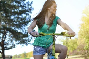 the-spin-on-wearing-headphones-while-cycling_655_875663432